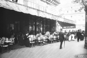 Café de la Paix, Paris, 1911. (Bibliothèque nationale de France. Copyright: domaine public.)